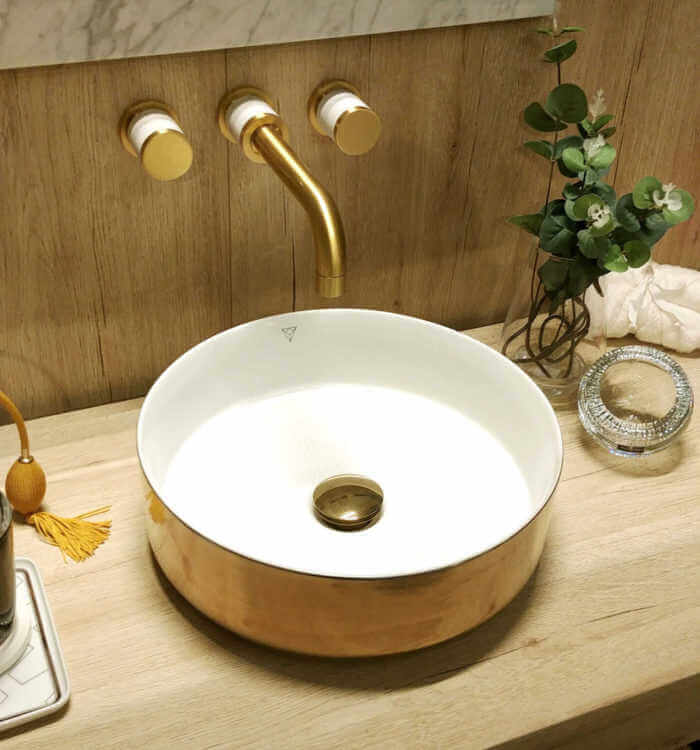 20180214 125447 Scaled 700x750 1   Grifería Dorada: Un Toque De Oro Para Tu Baño   Sanitarios