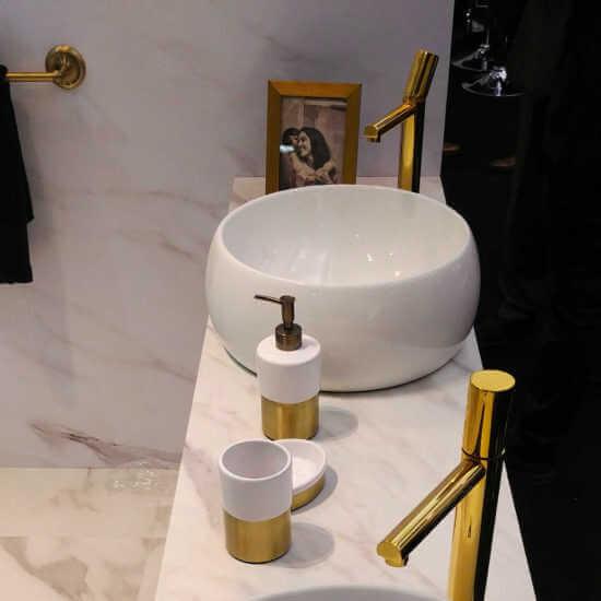 Grifo Gold V2 1 550x550 1   Grifería Dorada: Un Toque De Oro Para Tu Baño   Sanitarios
